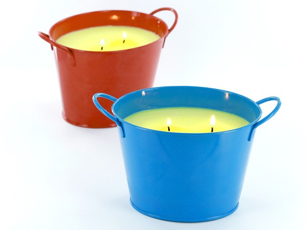 Make these easy citronella candles to keep away the bugs this summer!