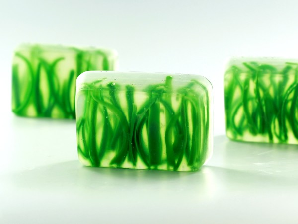 Learn to make these pretty grass soaps for spring and summer!